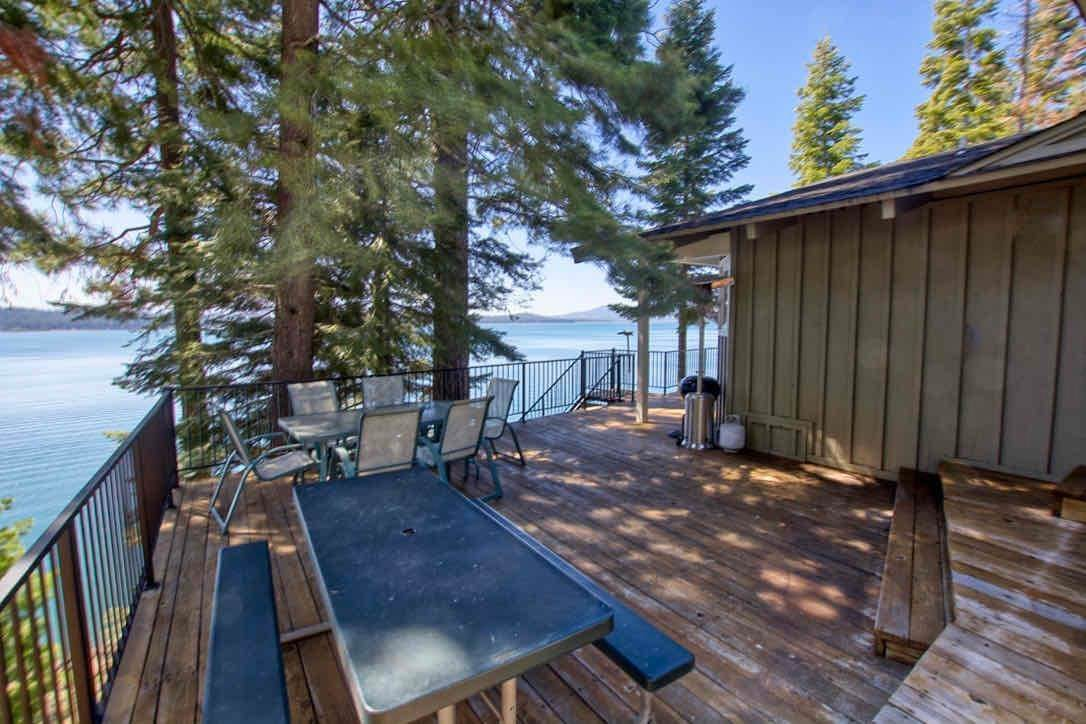 16. Single Family Homes for Active at 1415 Lassen View Drive Lake Almanor, California 96137 United States
