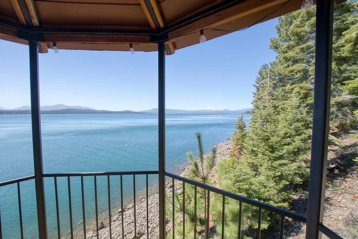 19. Single Family Homes for Active at 1415 Lassen View Drive Lake Almanor, California 96137 United States