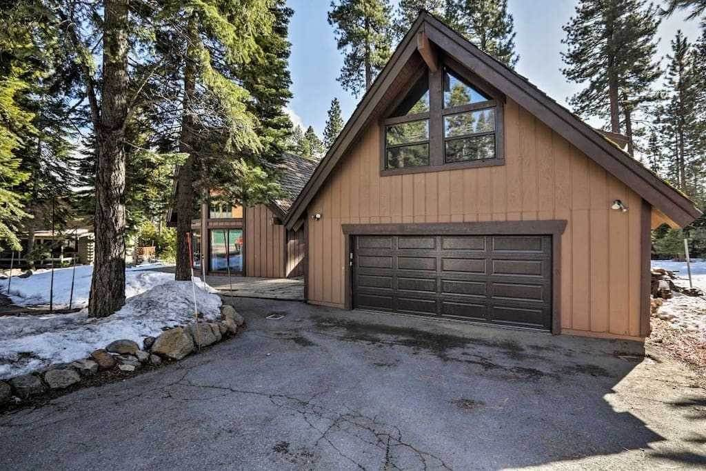 Single Family Homes por un Venta en 6662 Wildwood Road Tahoe Vista, California 96148 Estados Unidos