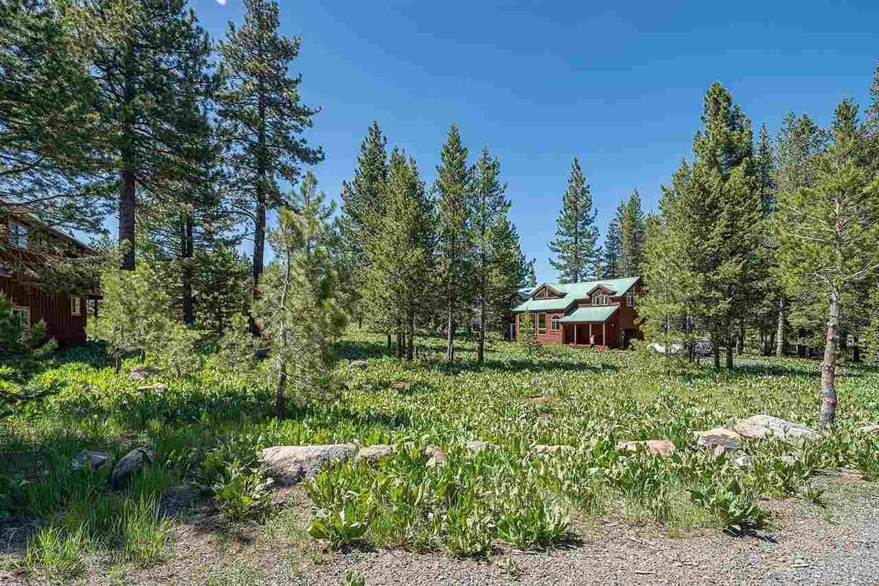 11. Single Family Homes for Active at 17030 Skislope Way Truckee, California 96161 United States