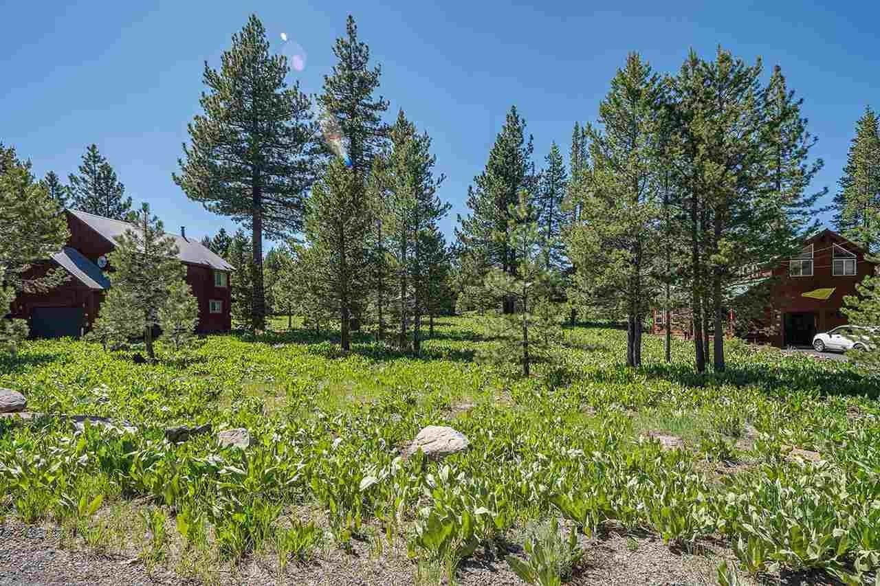 14. Single Family Homes for Active at 17030 Skislope Way Truckee, California 96161 United States