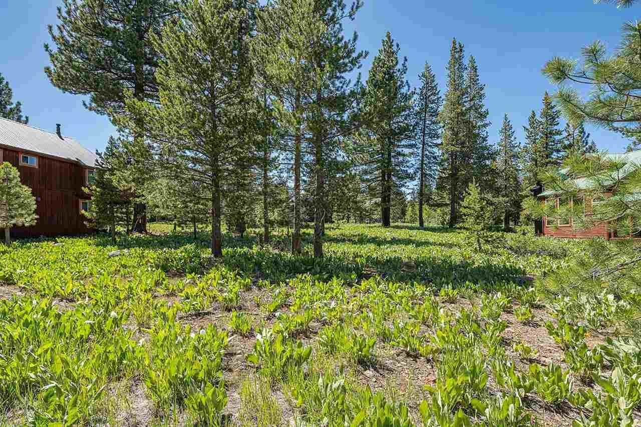 15. Single Family Homes for Active at 17030 Skislope Way Truckee, California 96161 United States
