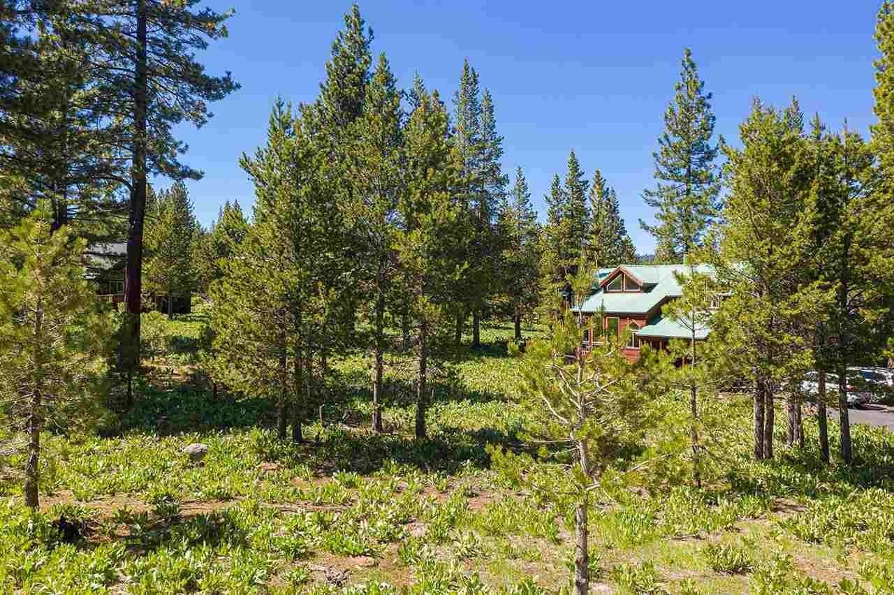 16. Single Family Homes for Active at 17030 Skislope Way Truckee, California 96161 United States