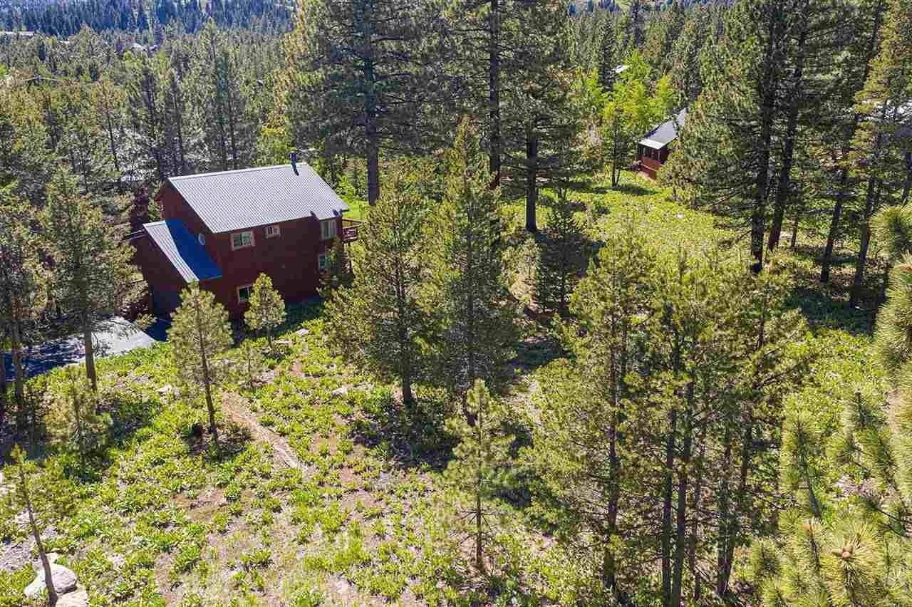 17. Single Family Homes for Active at 17030 Skislope Way Truckee, California 96161 United States