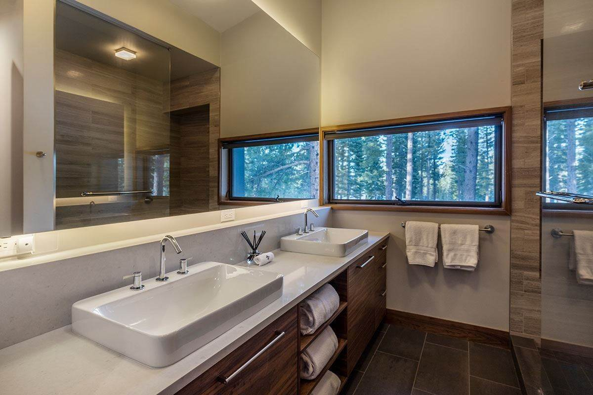 14. Single Family Homes for Active at 8378 Thunderbird Circle Truckee, California 96161 United States