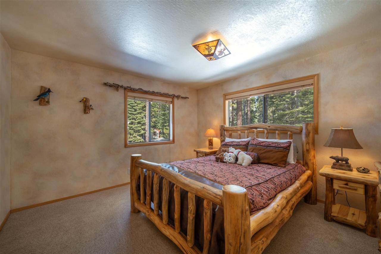 14. Single Family Homes for Active at 12616 Bernese Lane Truckee, California 96161 United States