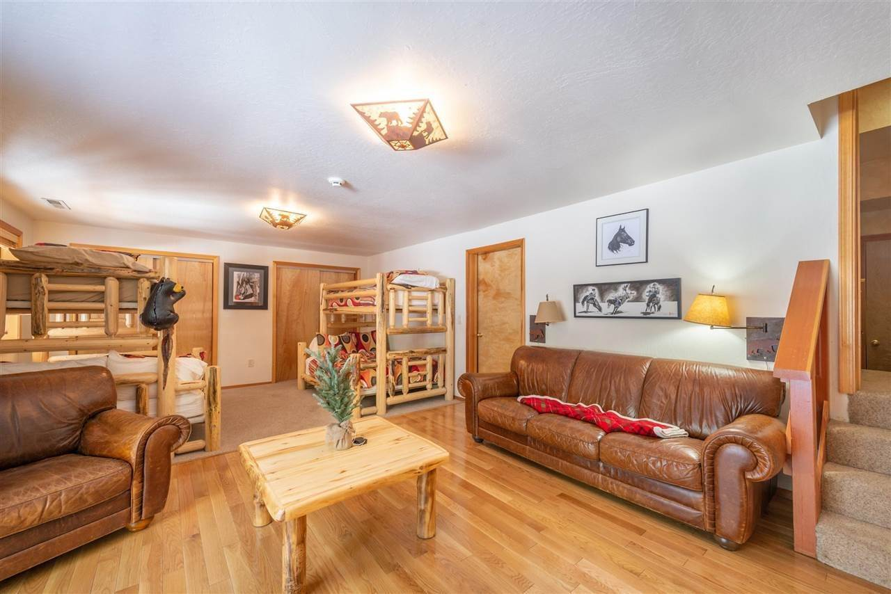 19. Single Family Homes for Active at 12616 Bernese Lane Truckee, California 96161 United States