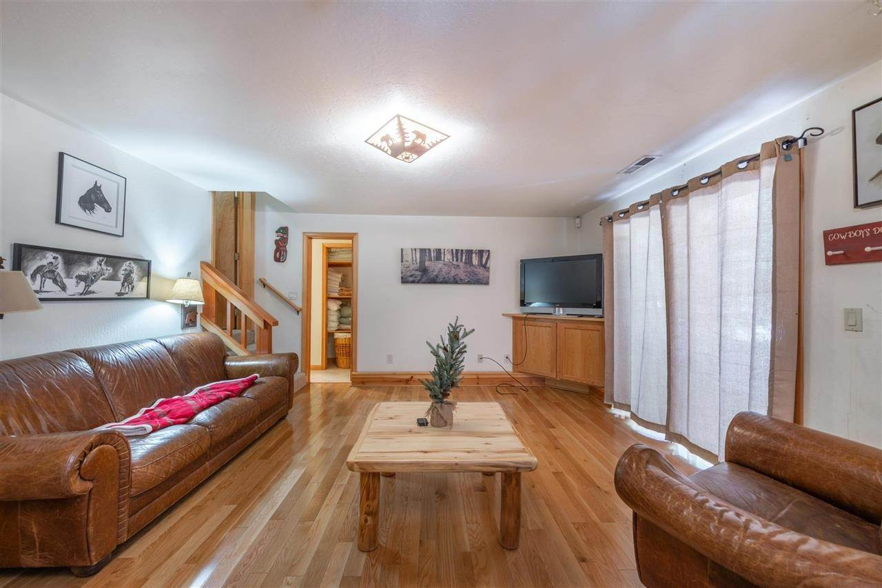 20. Single Family Homes for Active at 12616 Bernese Lane Truckee, California 96161 United States