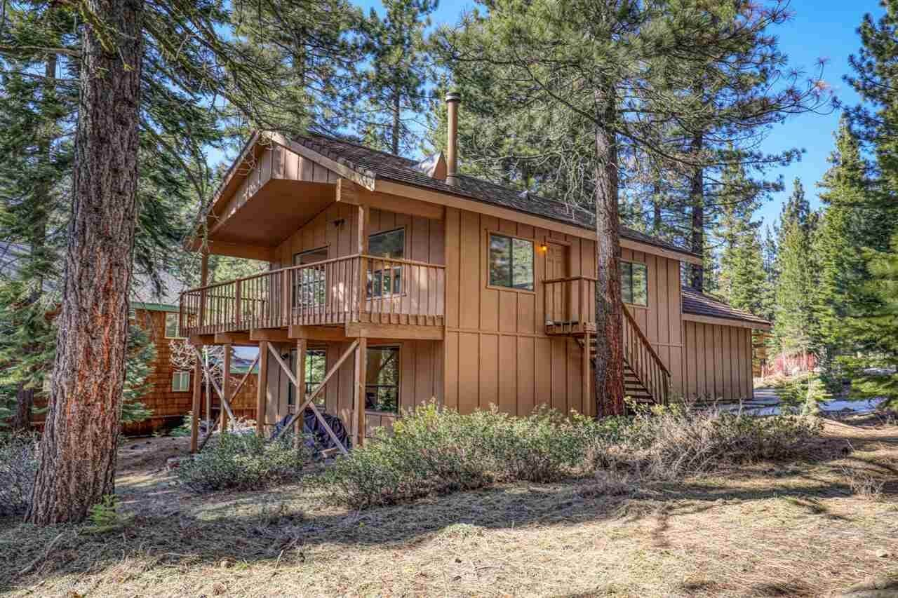 Single Family Homes for Active at 11100 Mougle Lane Truckee, California 96161 United States