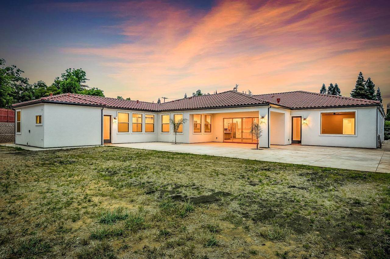 23. Single Family Homes for Active at 8775 Winding Way Fair Oaks, California 95628 United States