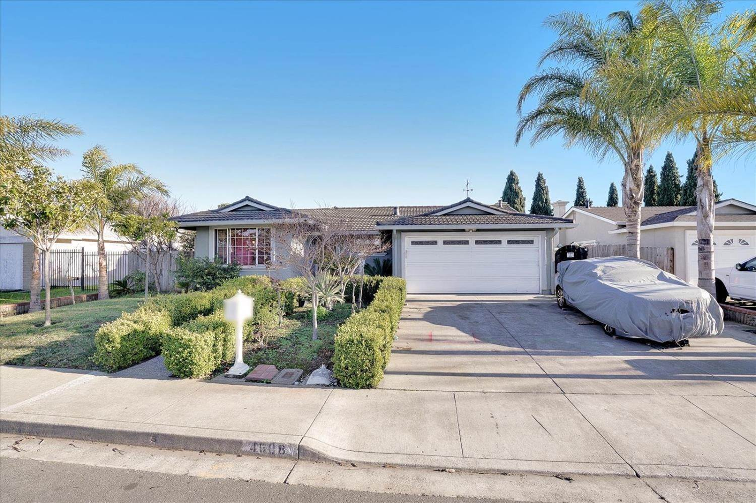 Single Family Homes por un Venta en 4608 Ruth Way Union City, California 94587 Estados Unidos