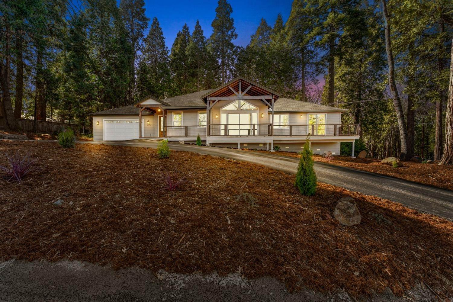 Single Family Homes por un Venta en 5678 Eastwood Lane Pollock Pines, California 95726 Estados Unidos