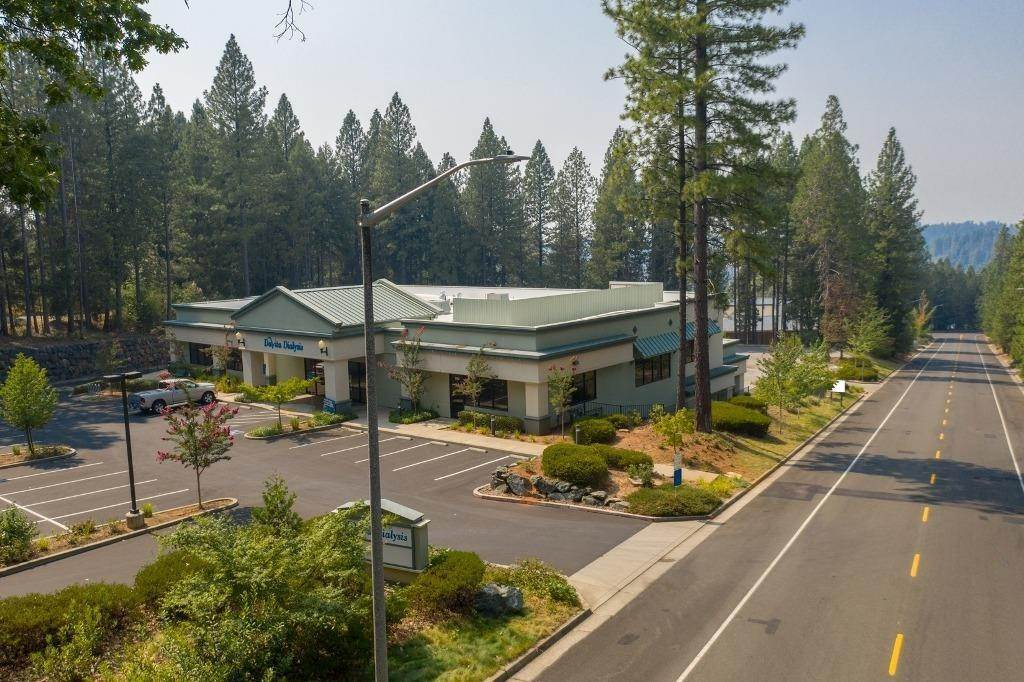 Comercial por un Venta en 360 Crown Point Circle Grass Valley, California 95945 Estados Unidos