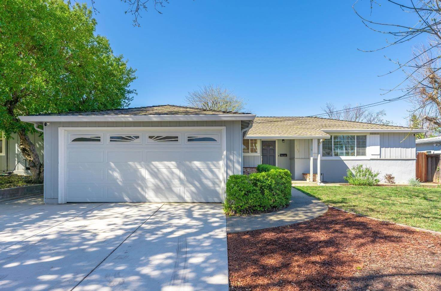 Single Family Homes por un Venta en 3187 Baker Drive Concord, California 94519 Estados Unidos