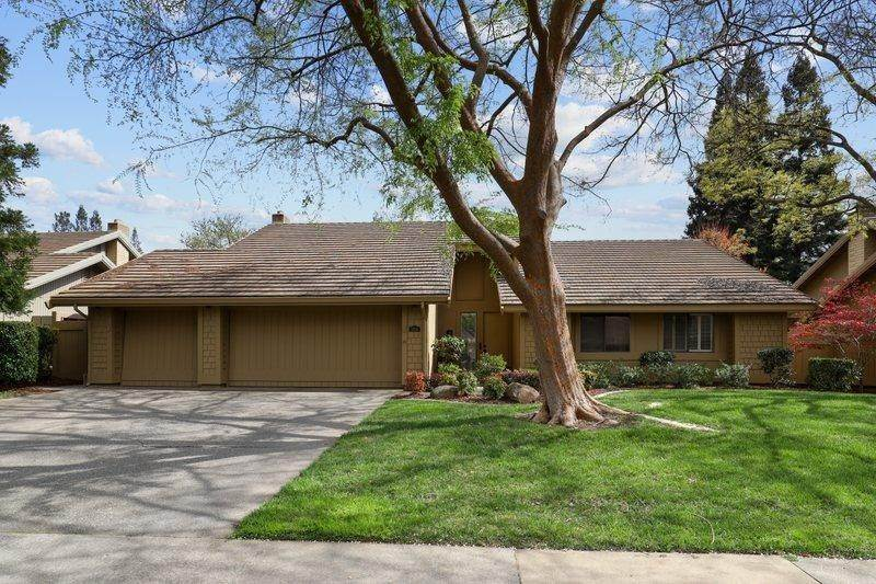 Single Family Homes por un Venta en 11254 Picture Rock Court Gold River, California 95670 Estados Unidos