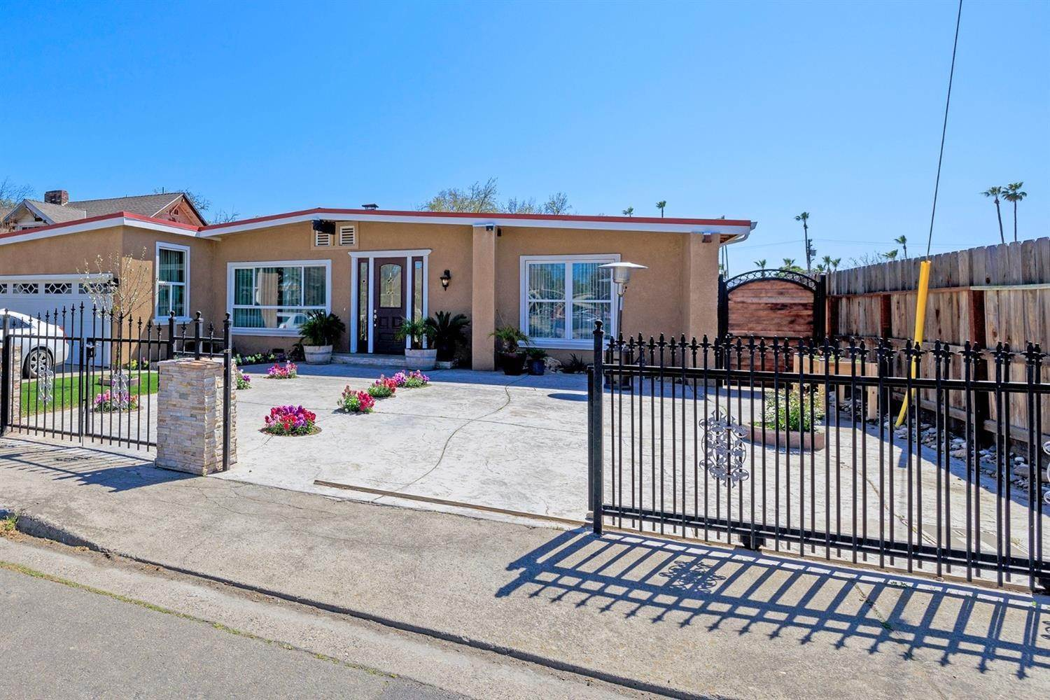4. Single Family Homes for Active at 116 Corson Avenue Modesto, California 95350 United States