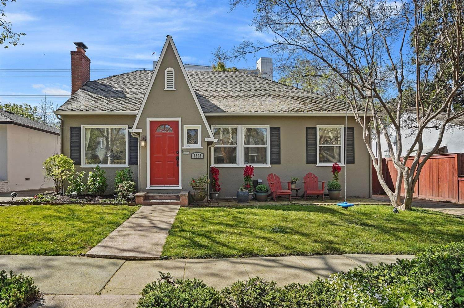 Single Family Homes for Active at 4308 U Street Sacramento, California 95817 United States