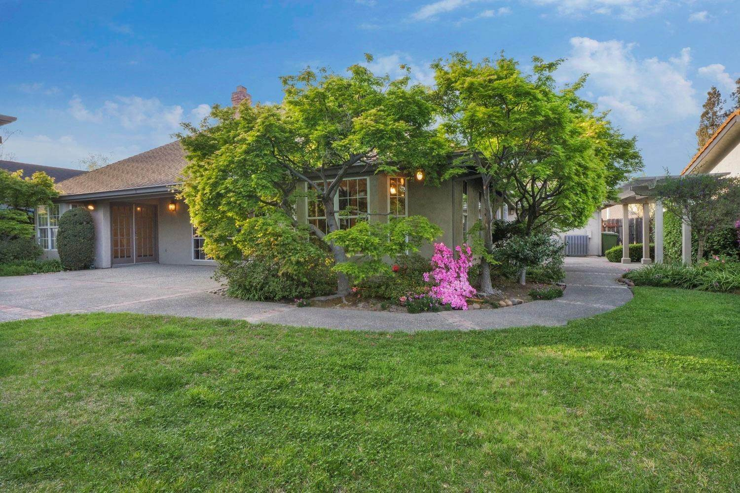 4. Single Family Homes for Active at 3008 Fernwood Drive Lodi, California 95242 United States