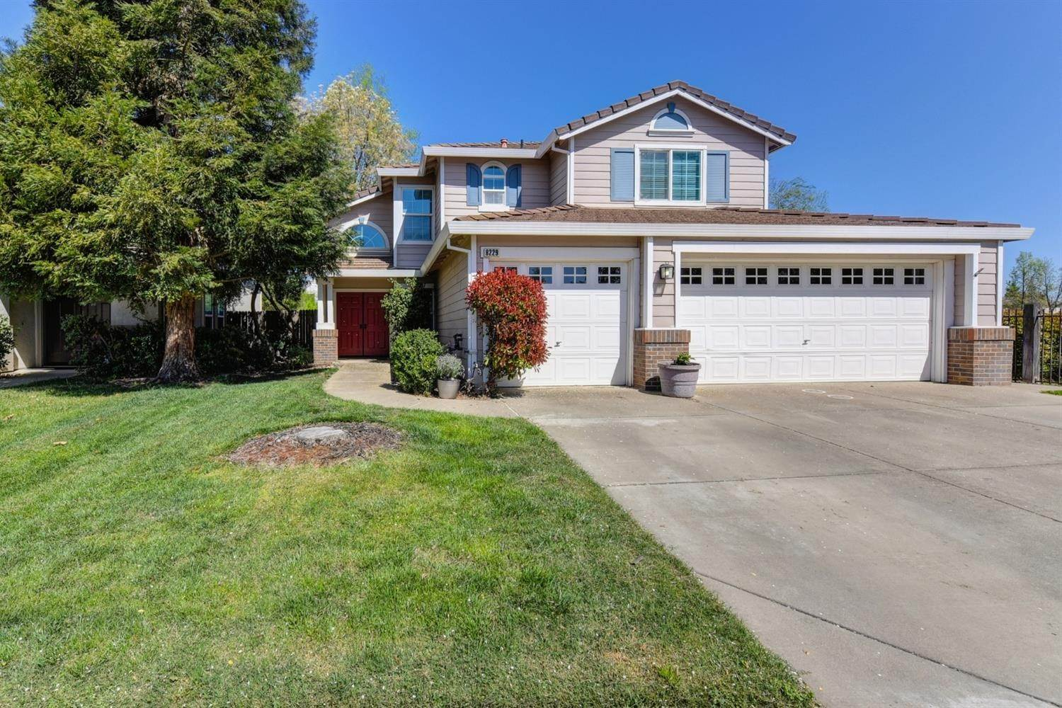 3. Single Family Homes for Active at 8229 Oakbriar Circle Elk Grove, California 95758 United States