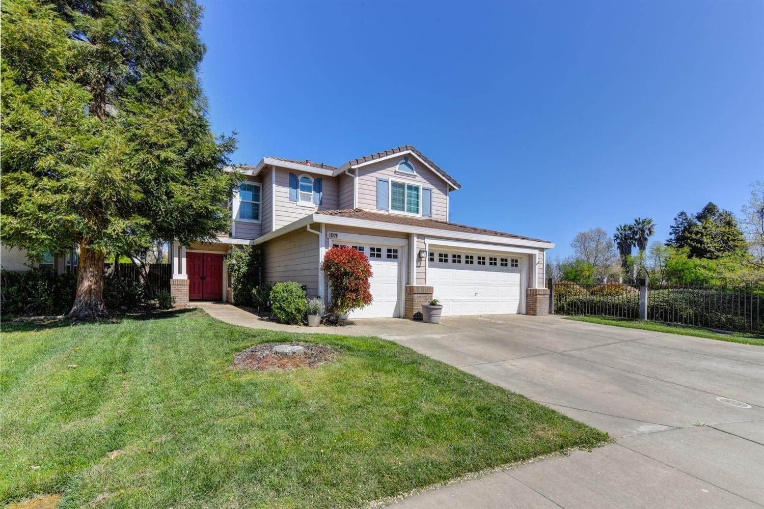 Single Family Homes for Active at 8229 Oakbriar Circle Elk Grove, California 95758 United States
