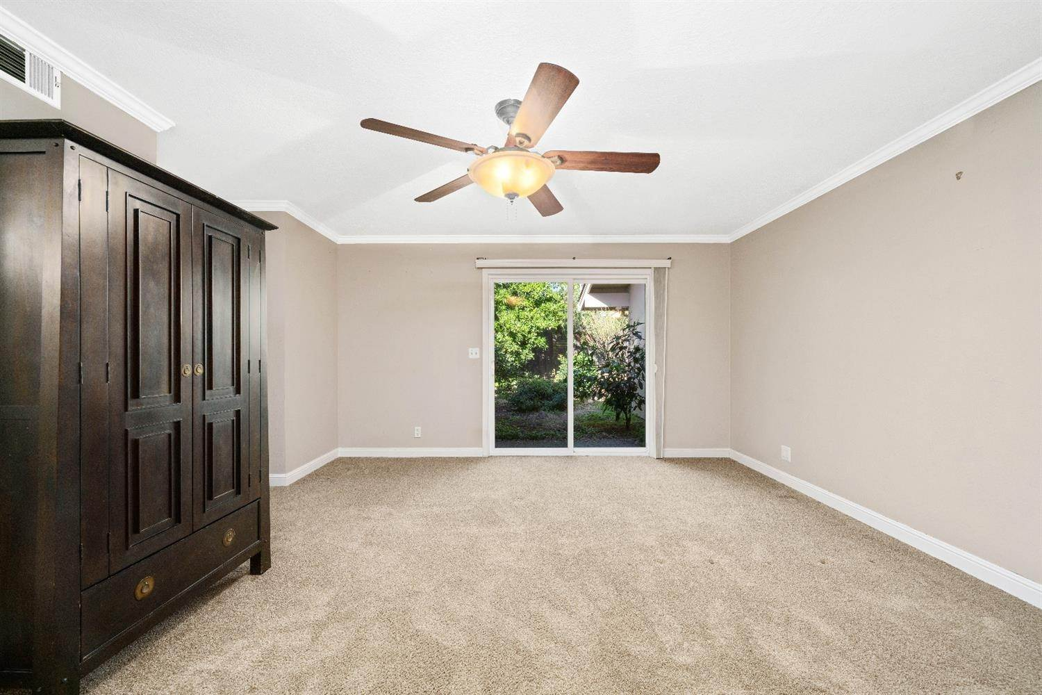 30. Single Family Homes for Active at 11 Sable Court Sacramento, California 95864 United States