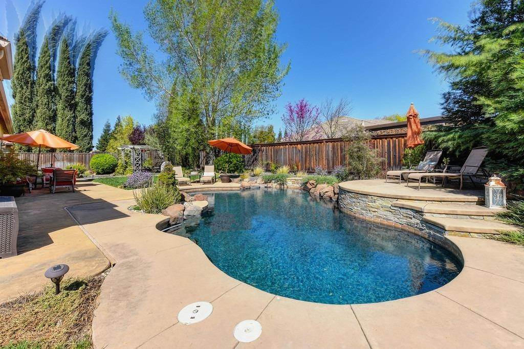 13. Single Family Homes for Active at 9310 Eagle Springs Place Roseville, California 95747 United States