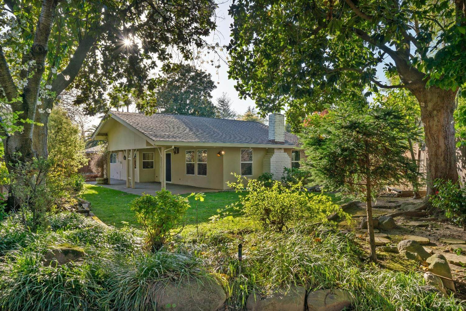 50. Single Family Homes for Active at 11 Sable Court Sacramento, California 95864 United States