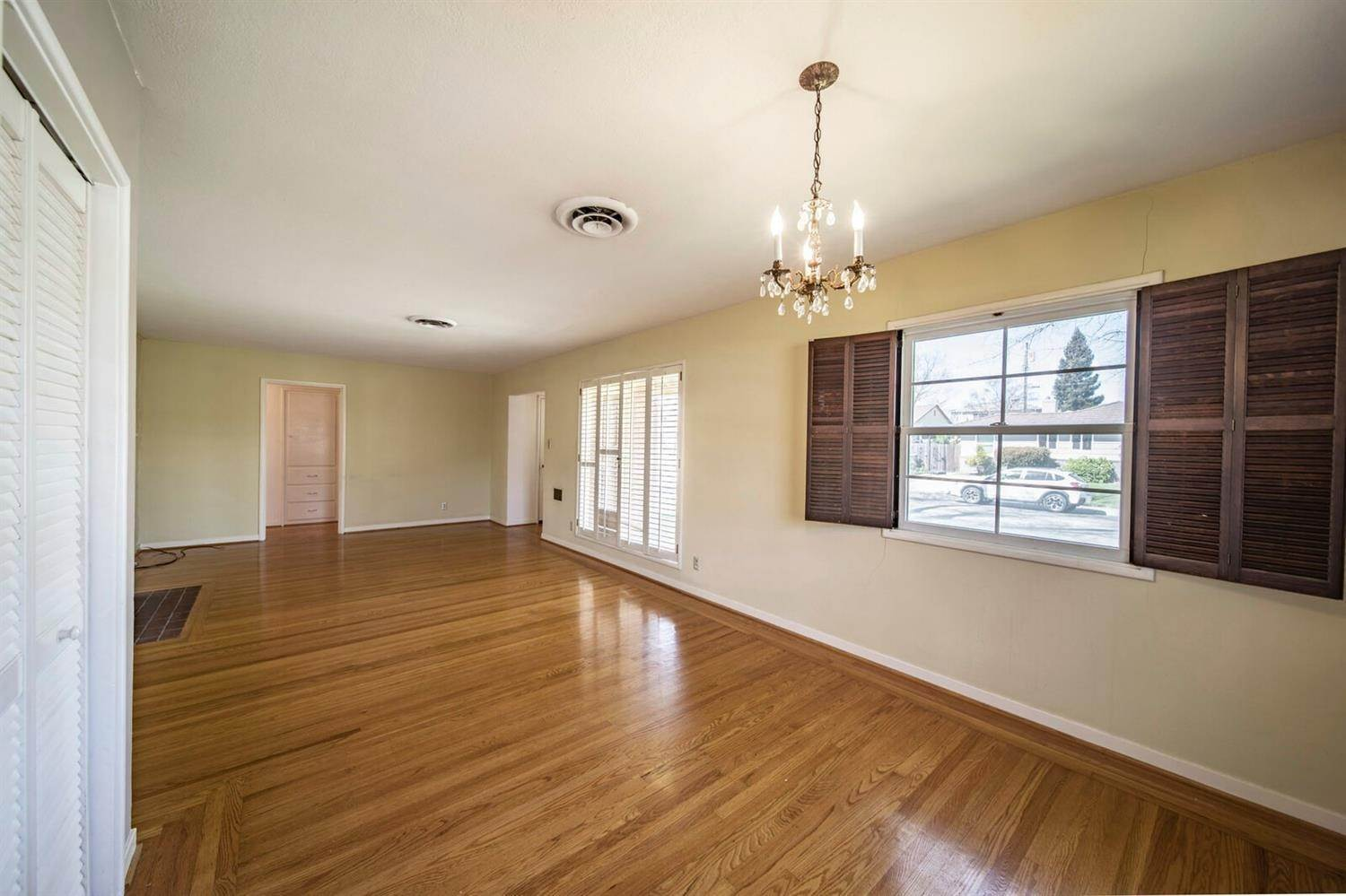 9. Single Family Homes for Active at 1301 Louis Way Sacramento, California 95819 United States