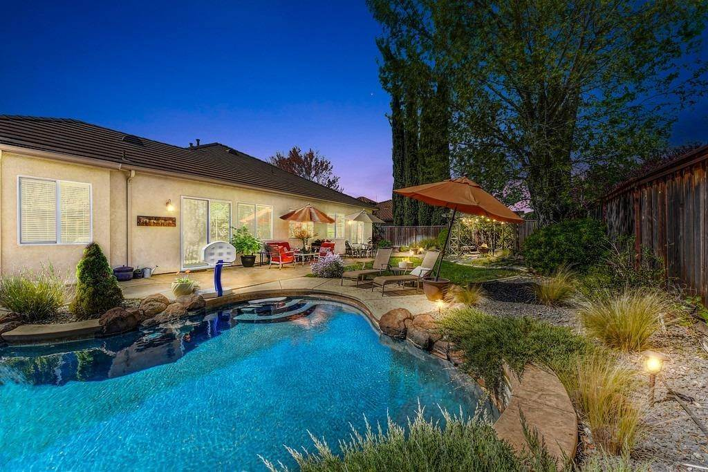 16. Single Family Homes for Active at 9310 Eagle Springs Place Roseville, California 95747 United States