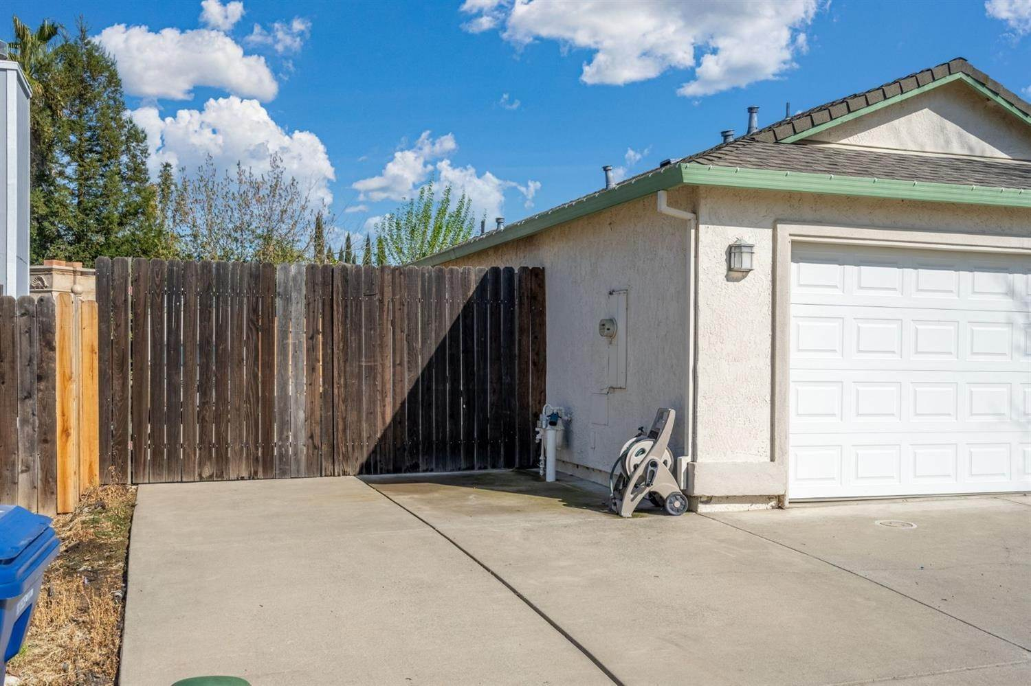 30. Single Family Homes for Active at 6726 Sun Acer Way Rio Linda, California 95673 United States