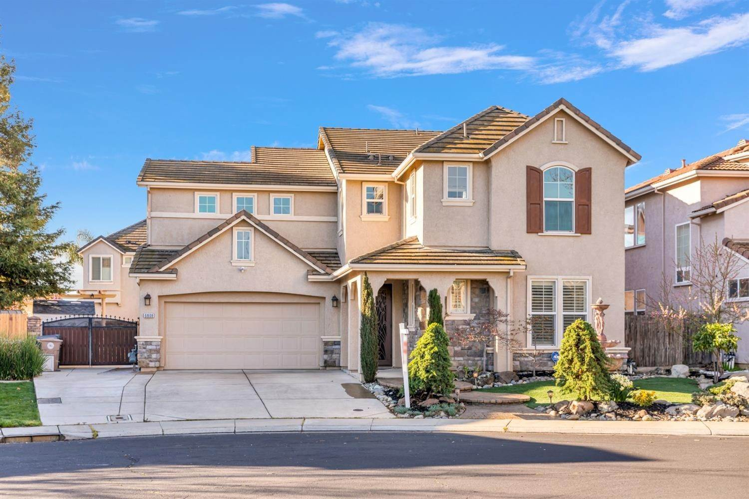 7. Single Family Homes for Active at 6808 SALVATERRA Circle Elk Grove, California 95757 United States