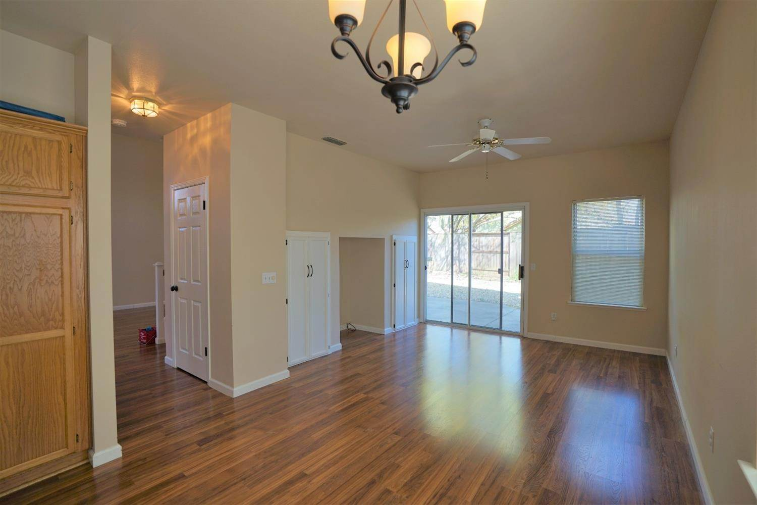 13. Single Family Homes for Active at 8638 Mullein Court Antelope, California 95843 United States