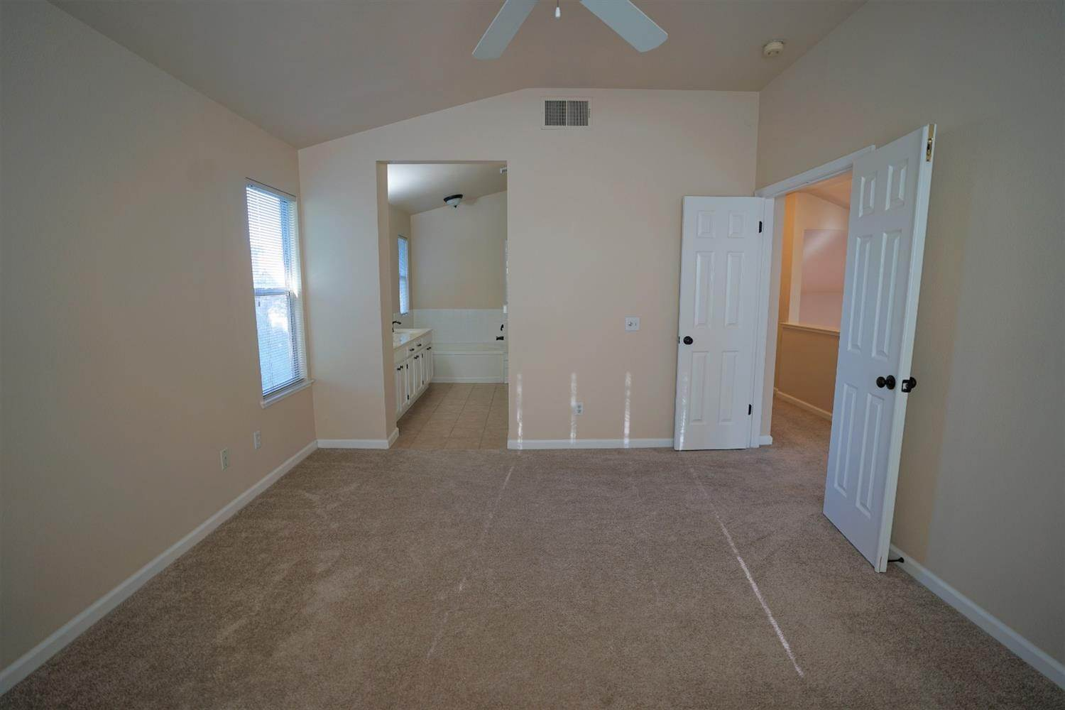 20. Single Family Homes for Active at 8638 Mullein Court Antelope, California 95843 United States