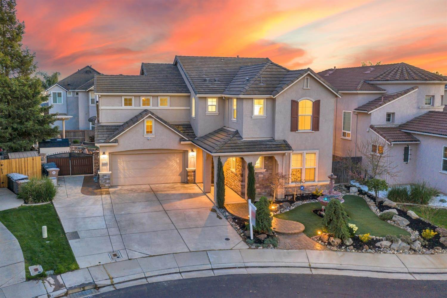 16. Single Family Homes for Active at 6808 SALVATERRA Circle Elk Grove, California 95757 United States