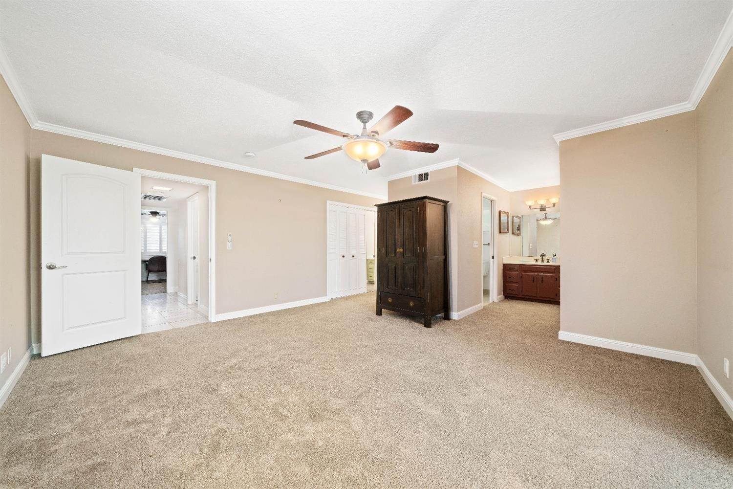 32. Single Family Homes for Active at 11 Sable Court Sacramento, California 95864 United States