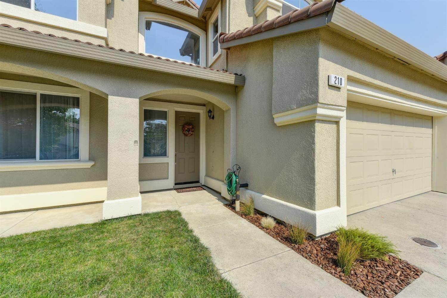 2. Single Family Homes for Active at 210 Eastbrook Circle Sacramento, California 95835 United States