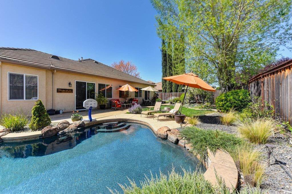 15. Single Family Homes for Active at 9310 Eagle Springs Place Roseville, California 95747 United States