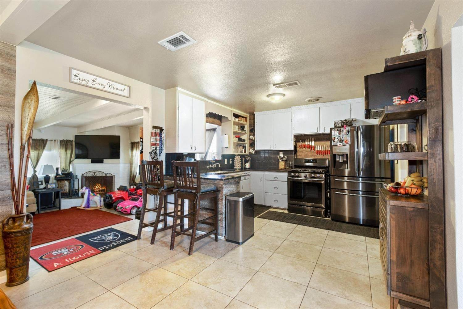 17. Single Family Homes for Active at 131 S Fremont Street Manteca, California 95336 United States