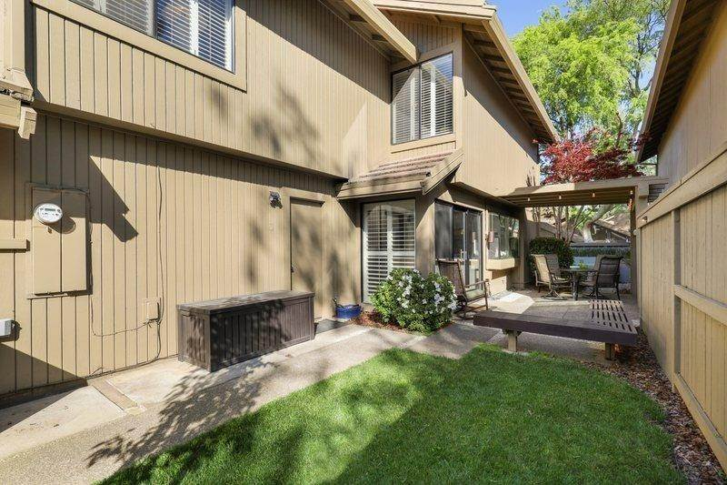 31. Single Family Homes for Active at 2052 Promontory Point Lane Gold River, California 95670 United States