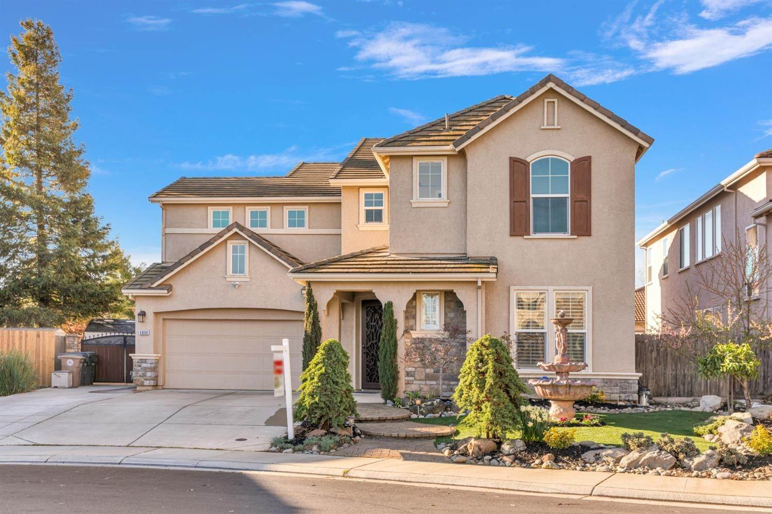 8. Single Family Homes for Active at 6808 SALVATERRA Circle Elk Grove, California 95757 United States