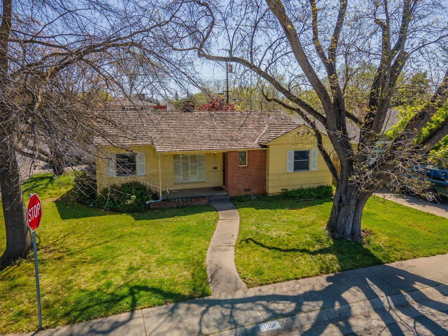 Single Family Homes for Active at 1301 Louis Way Sacramento, California 95819 United States
