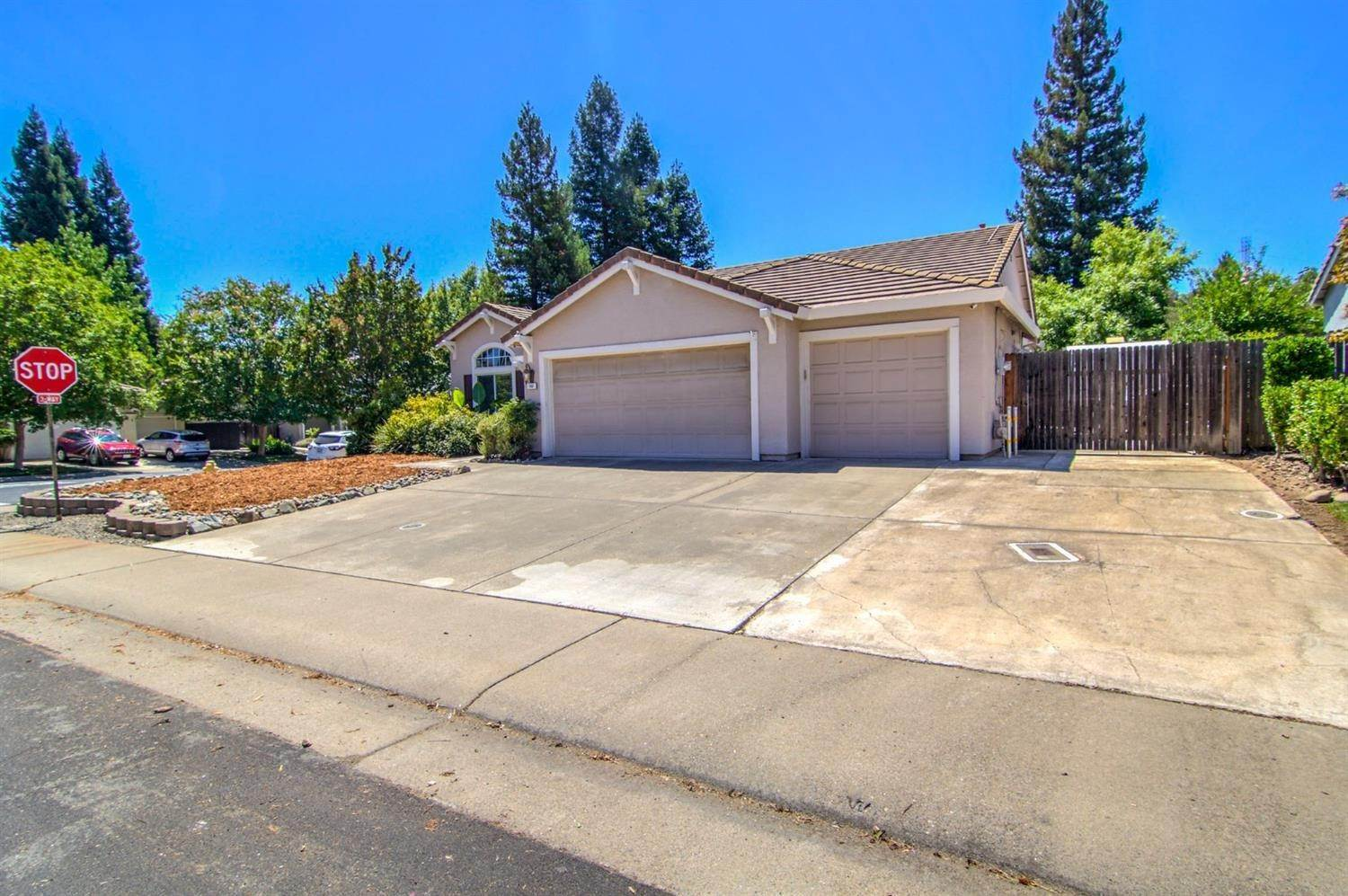 2. Single Family Homes for Active at 160 Briggs Ranch Drive Folsom, California 95630 United States