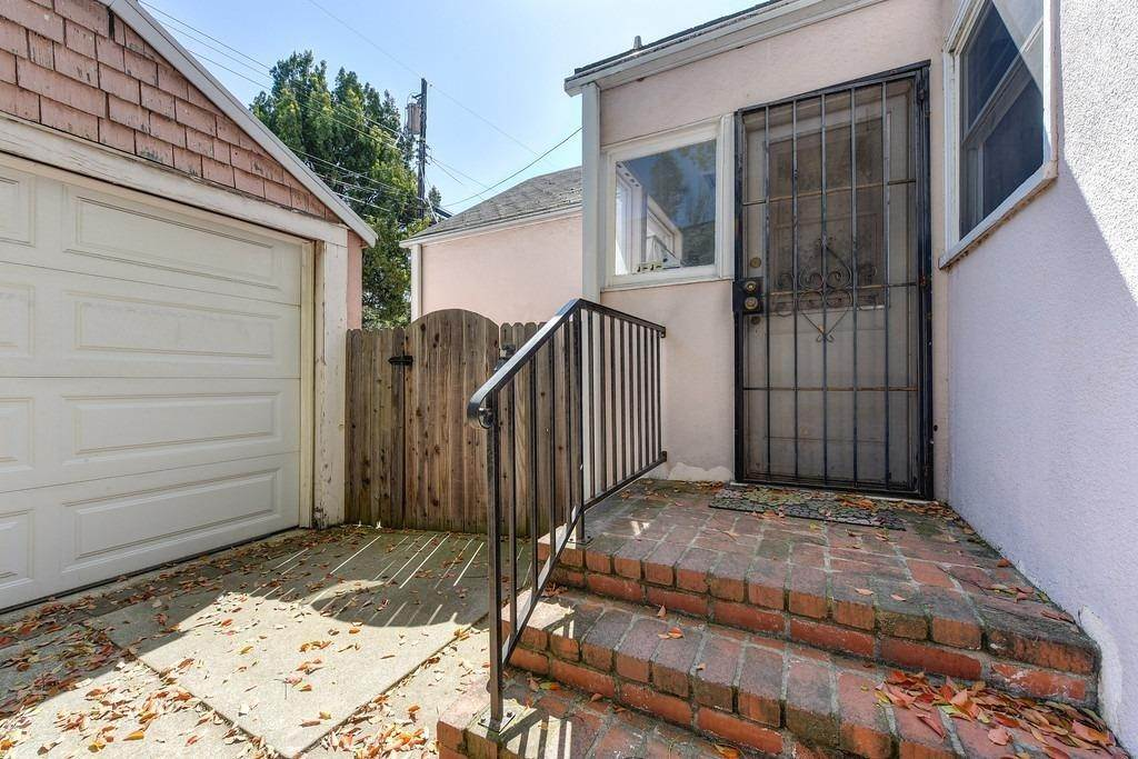 41. Single Family Homes for Active at 2947 24th Street Sacramento, California 95818 United States