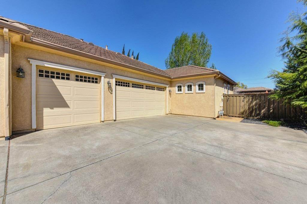 8. Single Family Homes for Active at 9310 Eagle Springs Place Roseville, California 95747 United States