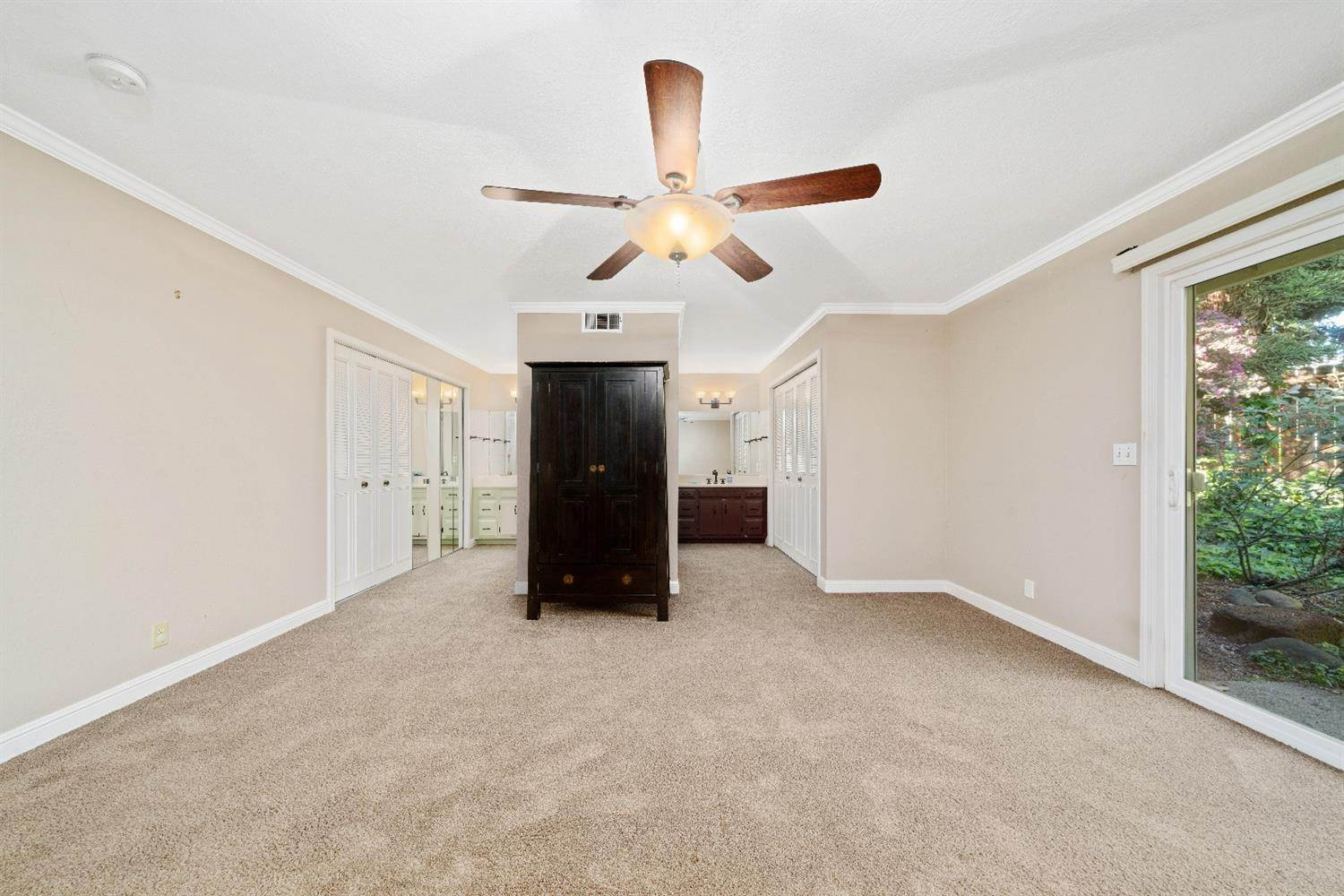 29. Single Family Homes for Active at 11 Sable Court Sacramento, California 95864 United States