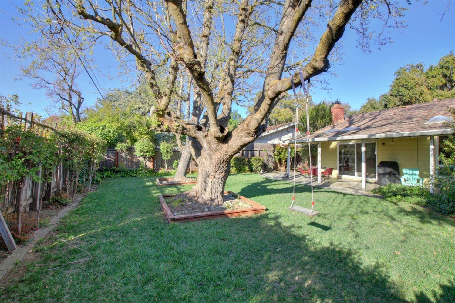 23. Single Family Homes for Active at 1201 Oak Avenue Davis, California 95616 United States