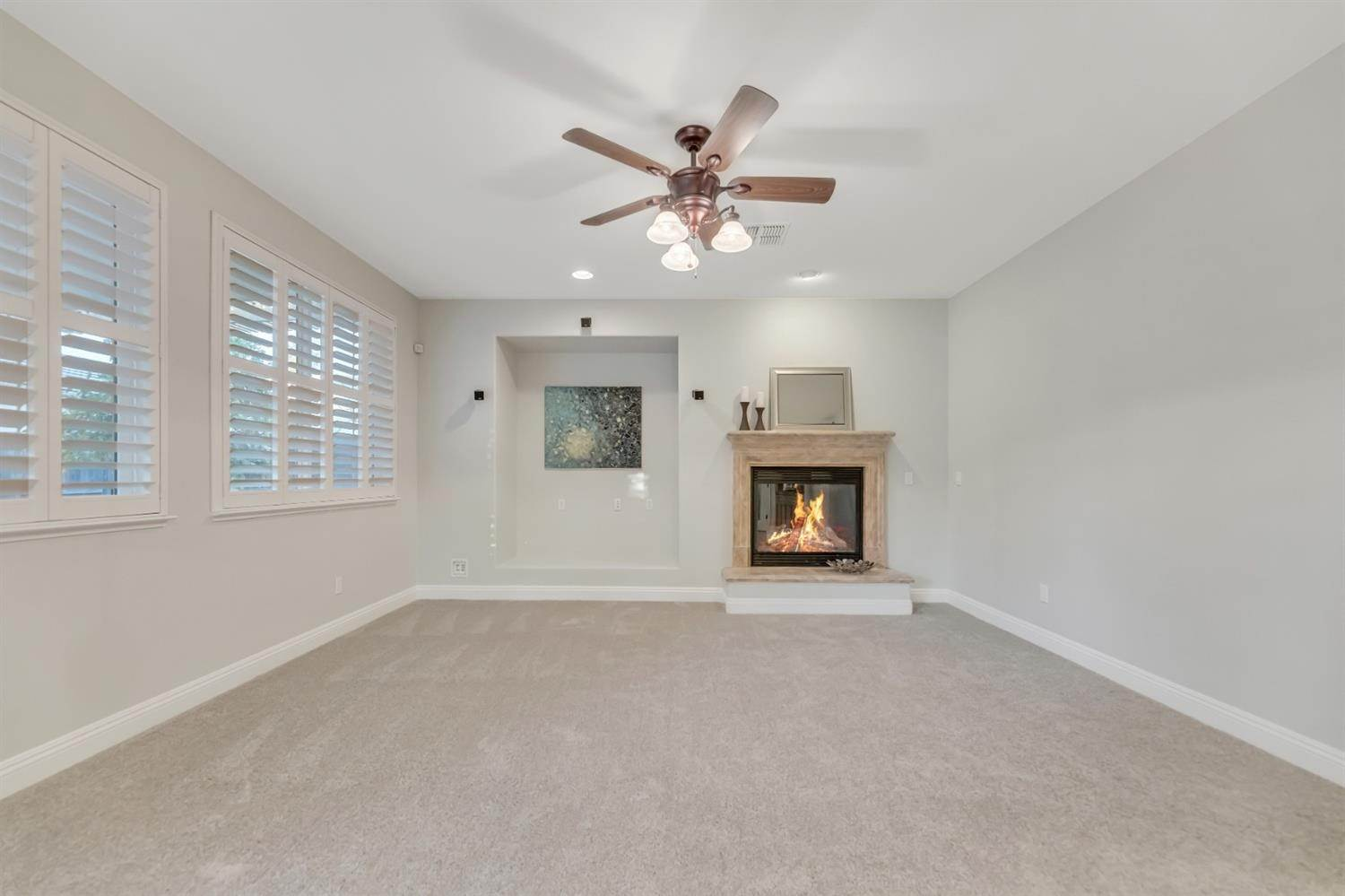 28. Single Family Homes for Active at 6808 SALVATERRA Circle Elk Grove, California 95757 United States