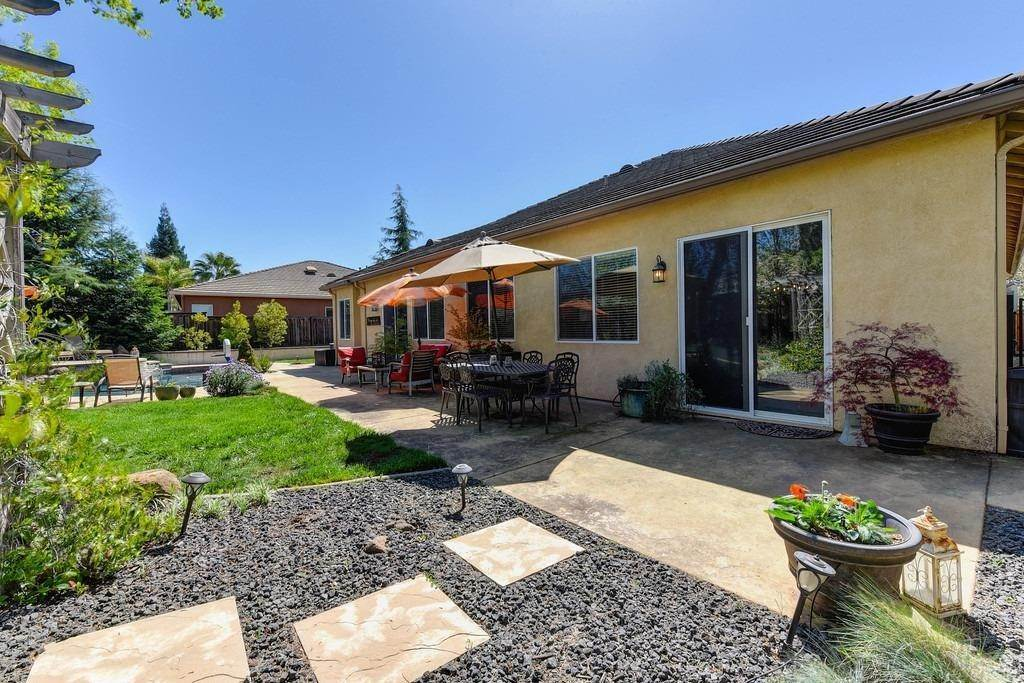 19. Single Family Homes for Active at 9310 Eagle Springs Place Roseville, California 95747 United States