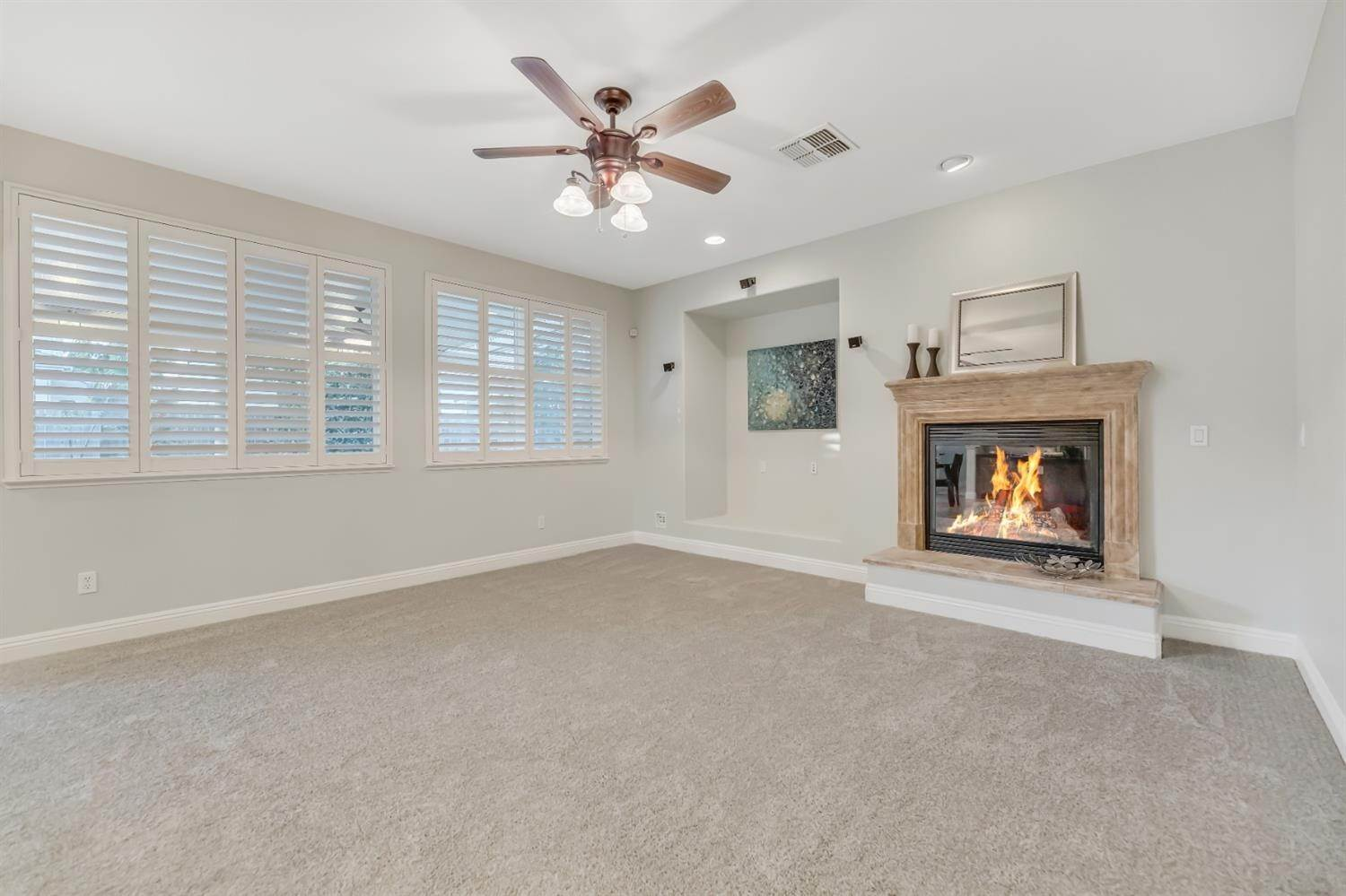 26. Single Family Homes for Active at 6808 SALVATERRA Circle Elk Grove, California 95757 United States