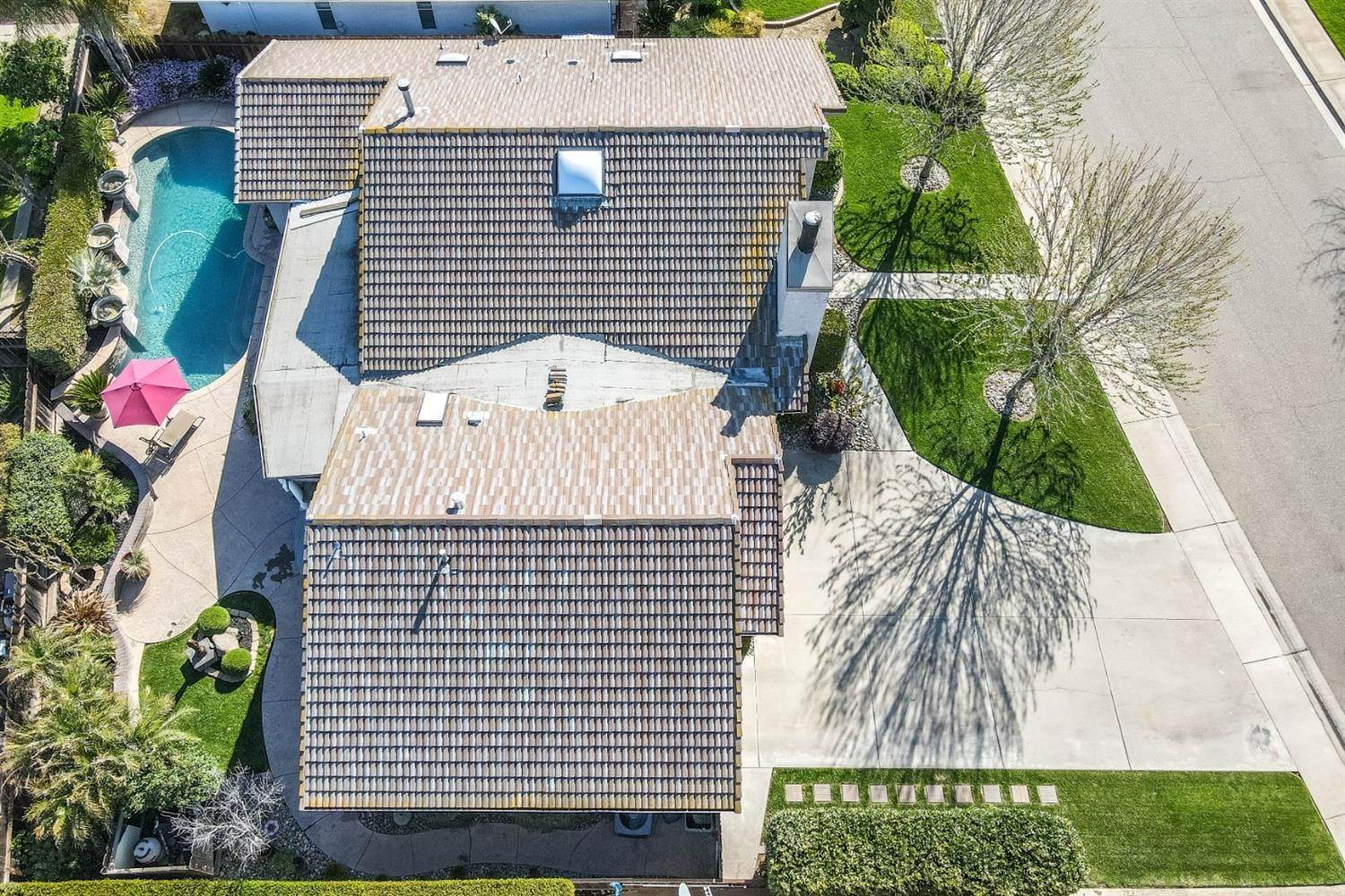 6. Single Family Homes for Active at 2025 Sconyers Court Turlock, California 95382 United States